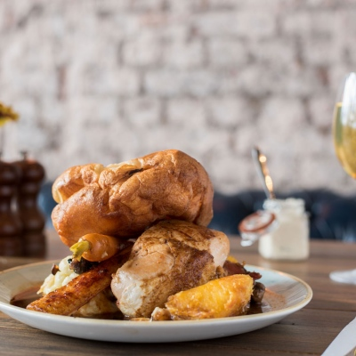 Faber-Fox-Crystal-Palace-Roasts-with-cocktail